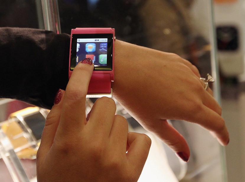 Sony vs. Motorola vs. I'm Watch Android Powered Smart iWatch Phone Comparison